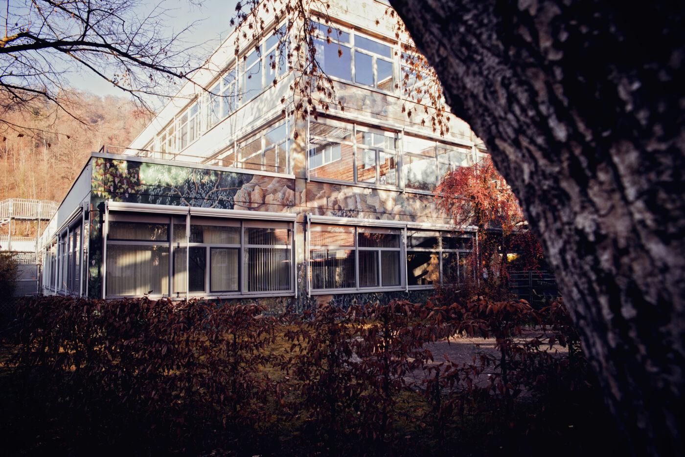Gebäudeansicht der Schule